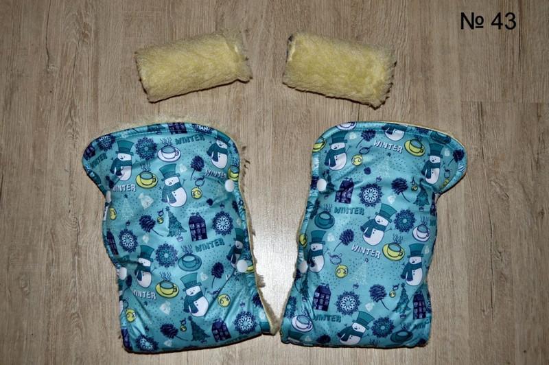 Зимние рукавички на овчине на коляску и санки со снеговиком голубого цвета