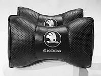 Подушка на подголовник Skoda черная NEW серебро