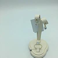 Комплект серебряных изделий серьги, кольцо  с  фианитом  с золотыми пластинками