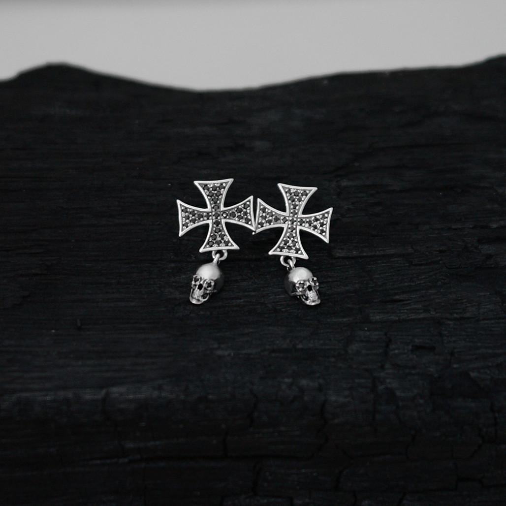 """Срібні сережки """"Мальтійський хрест"""" з камінням і черепом"""