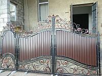 Ворота кованые зашиты профнастилом