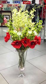 Красочная яркая композиция излучает тепло, радость и жизненную энергию. Приятное сочетание сезонных цветов в вазе- лучик счастья для Ваших самых близких людей.