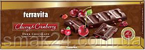 Шоколад темный с кусочками вишни и клюквы Terravita 225г Польша