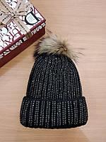 Шапка женская,черная  с помпоном из натурального меха