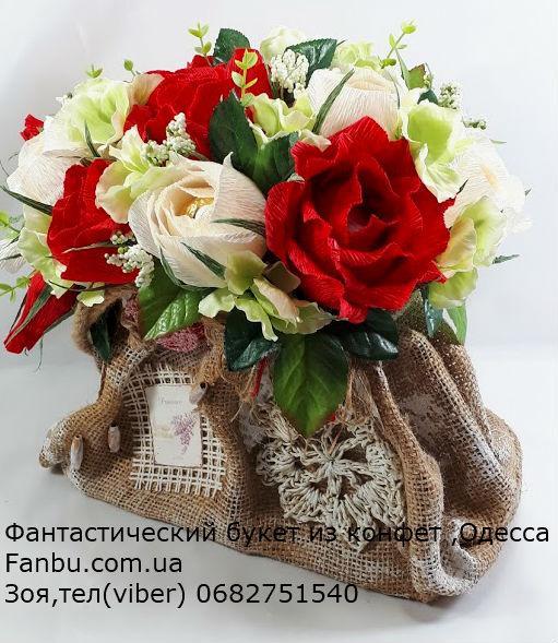 525fefcabc21 Букет с красными розами из конфет в винтажной сумочке