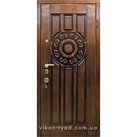Вхідні двері в будинок 2010
