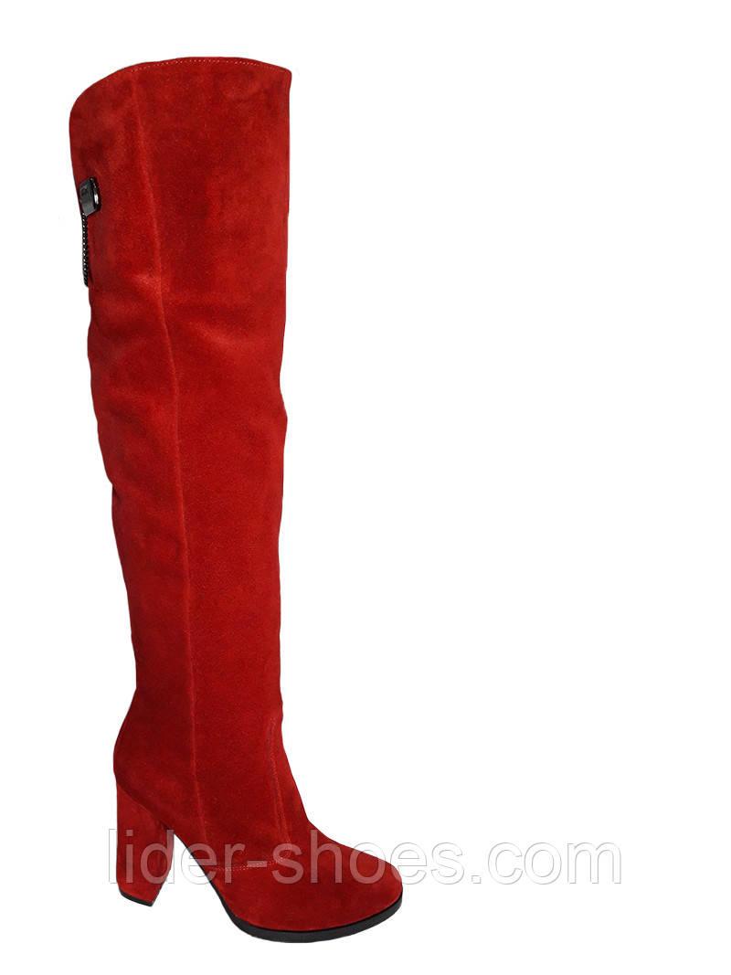 Жіночі замшеві ботфорти на підборах червоного кольору