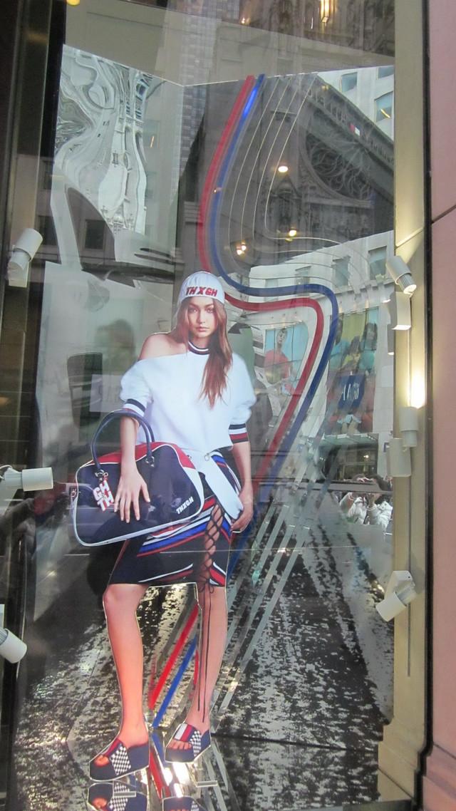 Раздел Спортивные костюмы на заказ - фото teens.ua - Нью-Йорк,магазин Tommy Hilfiger коллекция Gigi Hadid