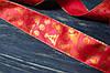 Стрічка декоративна 4 см новорічна червона з візерунком\дротяний край