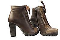 Женский ботинок на каблуке и шнуровке, фото 1