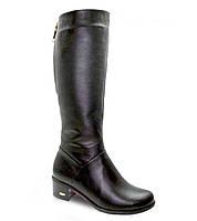 Классические женские кожаные сапоги на устойчивом каблуке.