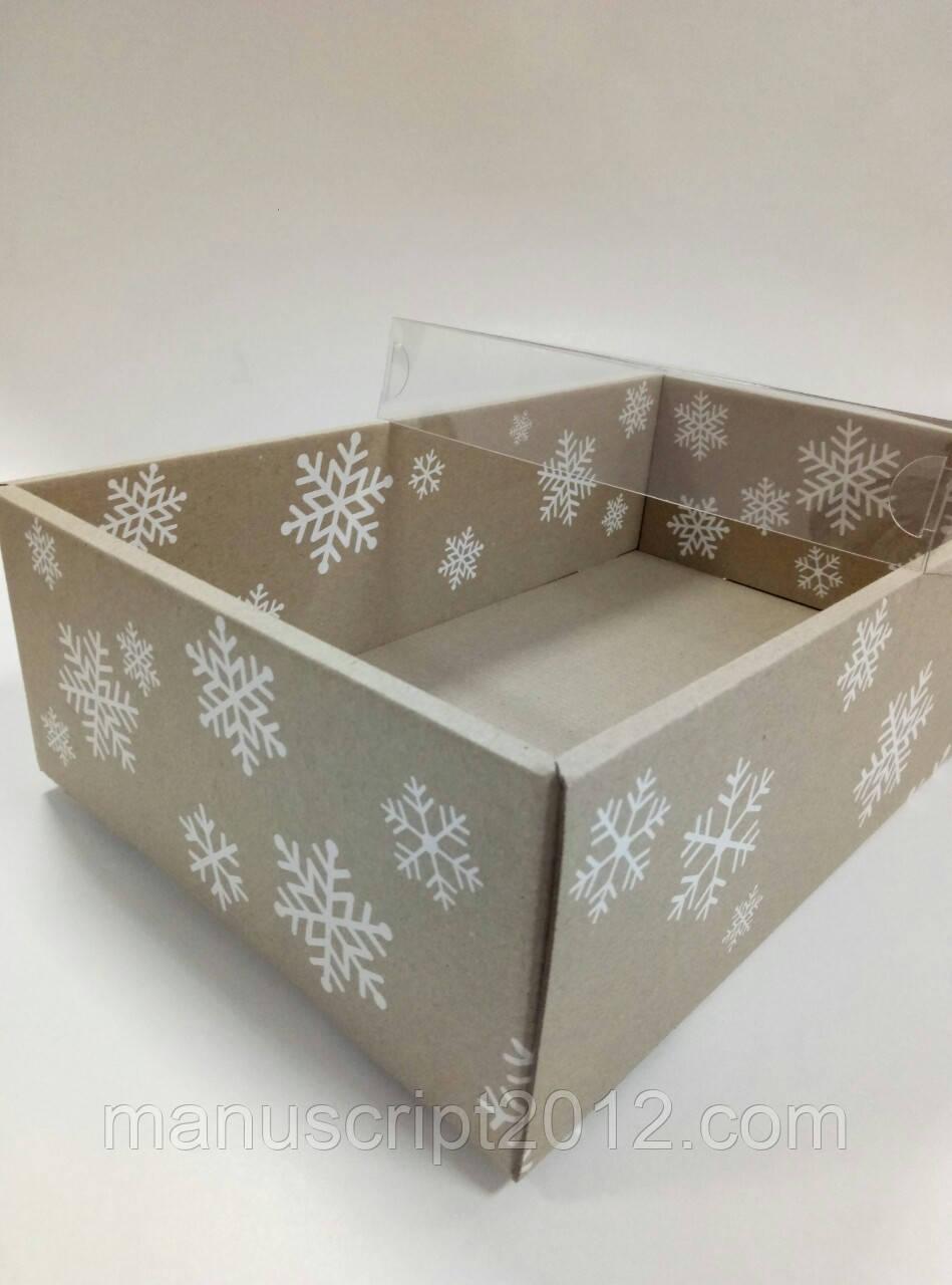 Подарочная новогодняя коробка со снежинками с пластиковой крышкой 350х210х100 мм.