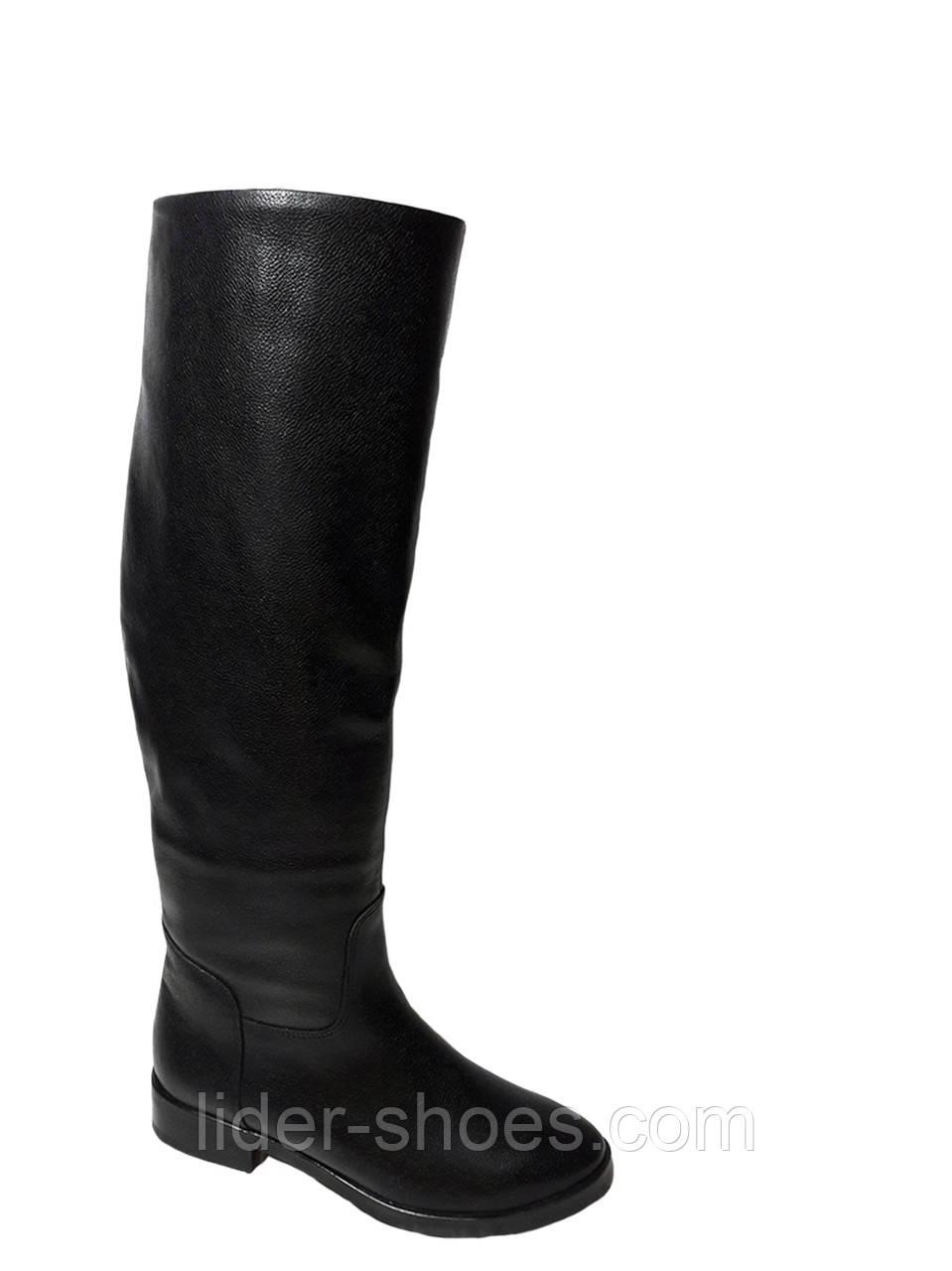 Женские зимние сапоги на низком каблуке черные