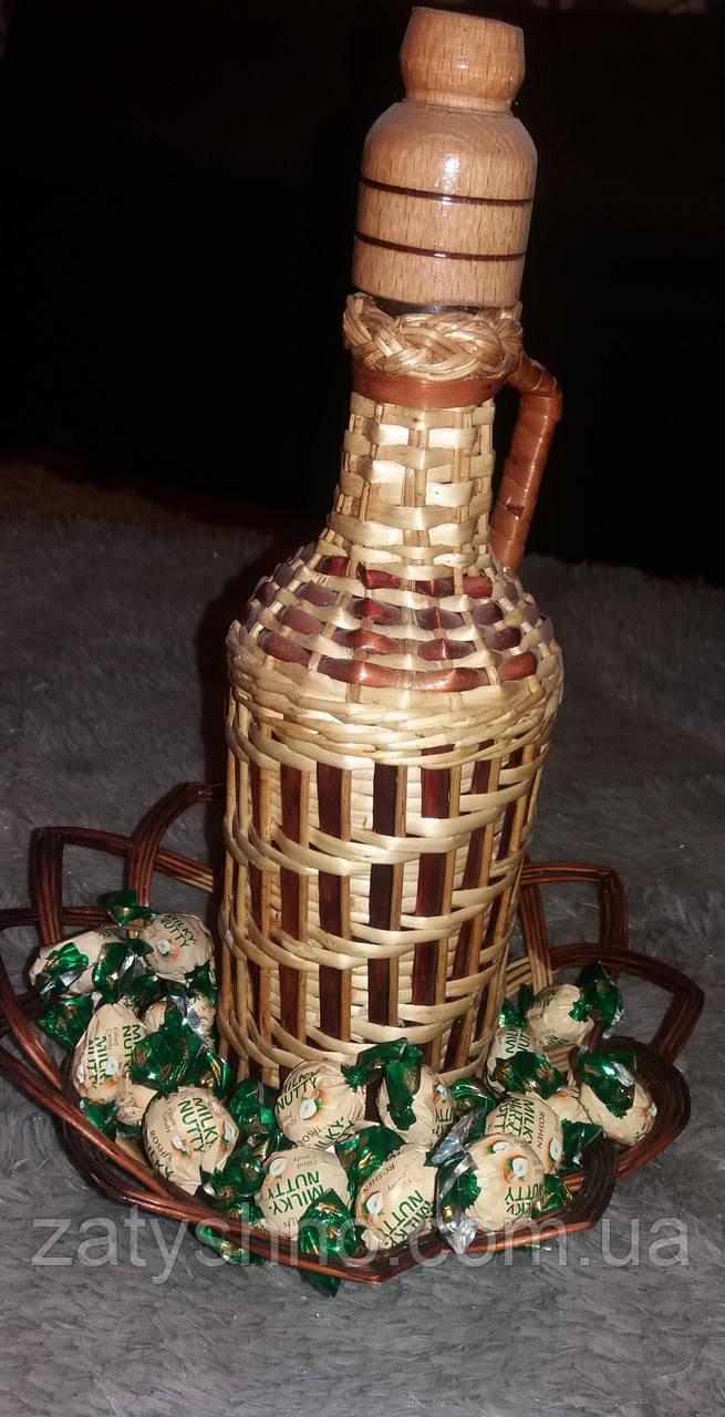 Бутылка под вино, из лозы плетеная