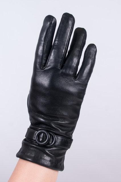 Женские перчатки из кожи декор ремешок