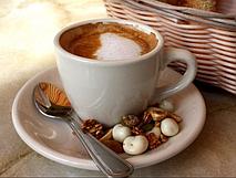 Холодный кофе с молотым орехом