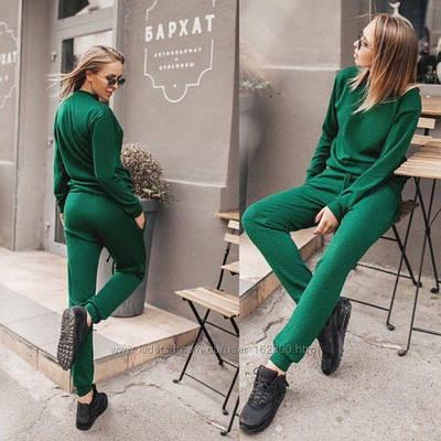 Зеленый спортивный костюм