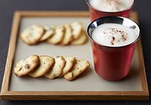 Кофе MACCHIATO LUNGO со льдом и печенье с фундуком