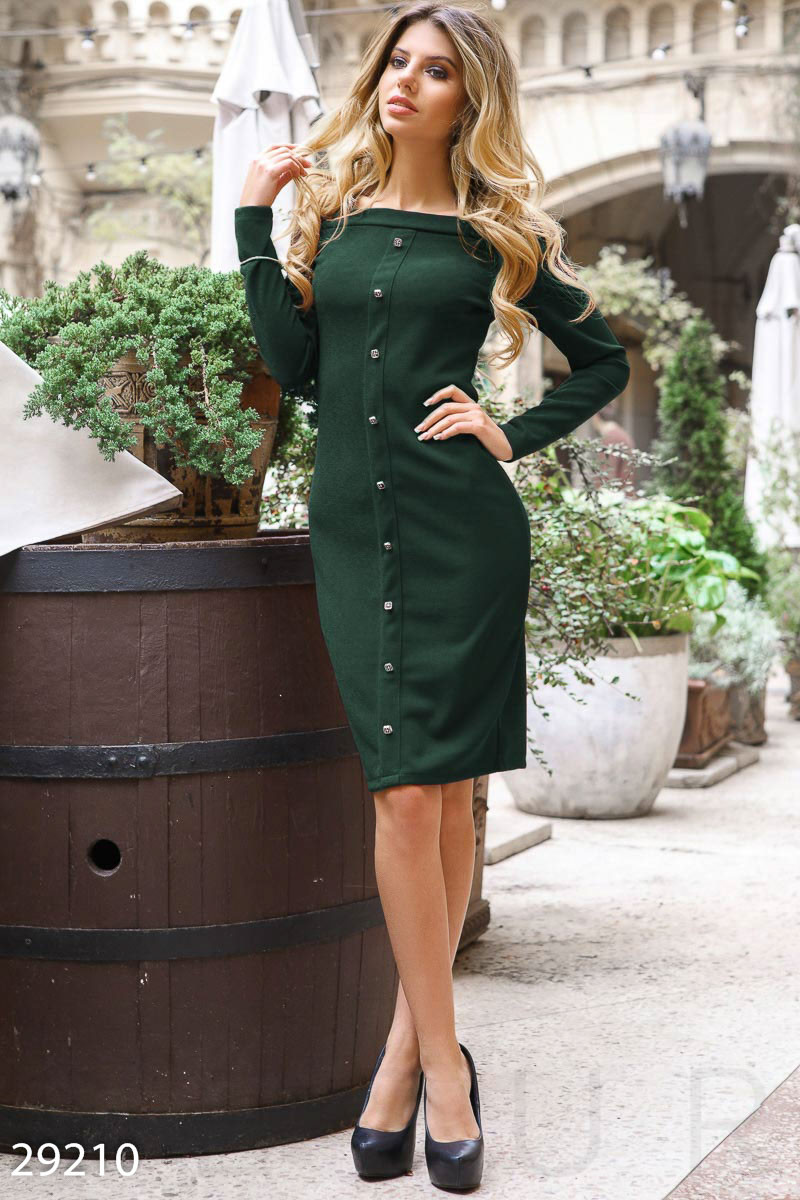 Зеленое платье-миди с пуговицами