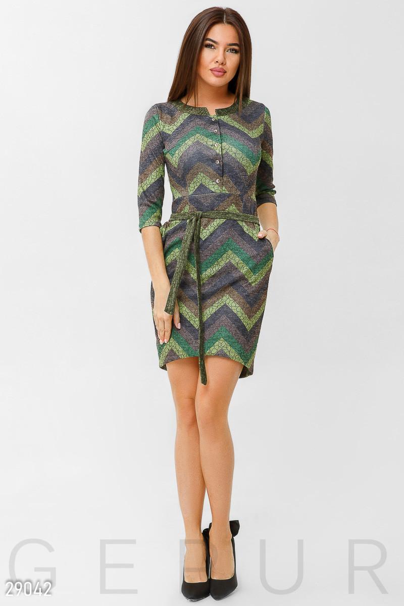 Стильное зеленое платье-миди с принтом
