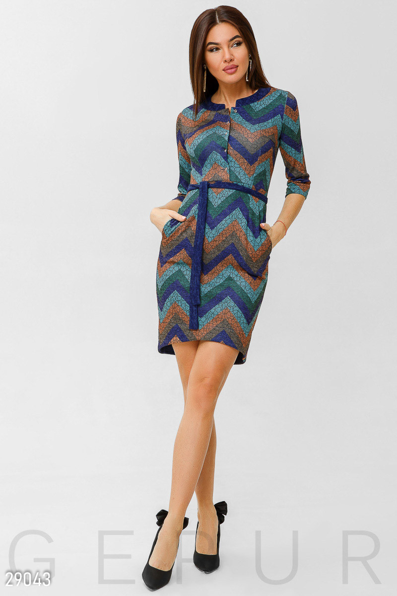 Стильное голубое платье-миди с принтом