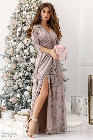 Вечірня сукня-халат на запах з м якого мармурового оксамиту бежевий розмір  44 46 d413ec8a0ba65