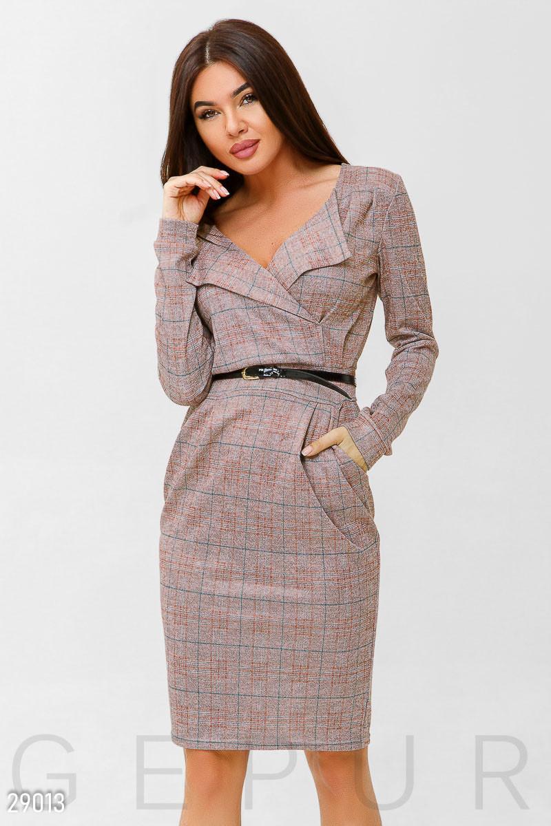 Офисное платье розового цвета с поясом