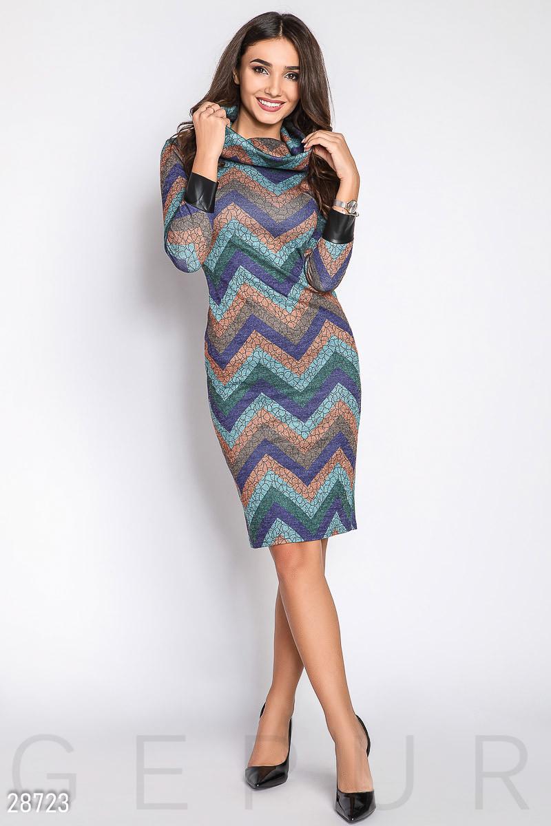 Женское платье-хомут голубого цвета