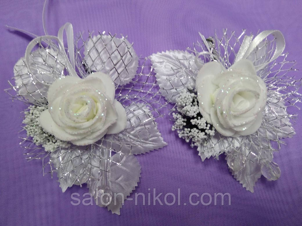 Бутоньерка средняя роза бархат белая