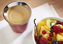 Кофе DECAFFEINATO LUNGO  с ванильно-фруктовым салатом