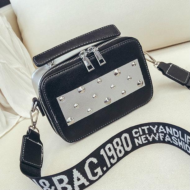 черная маленькая сумочка через плечо