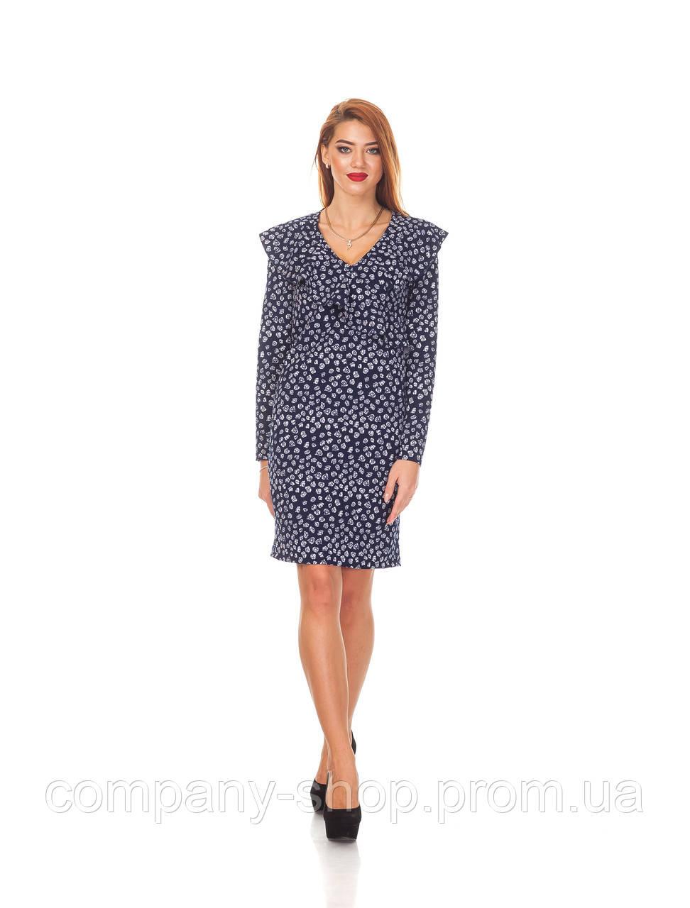 Женское платье с рюшей. П131_цветы на синем
