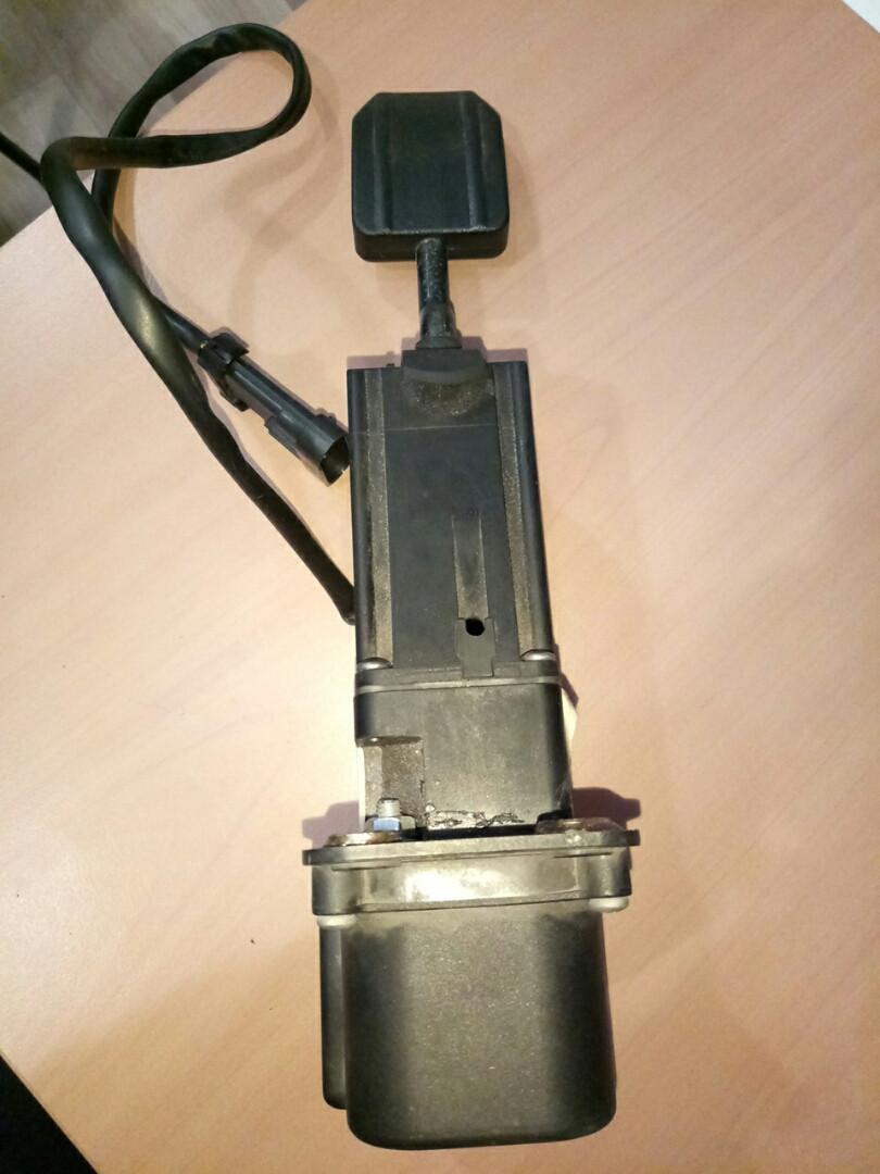 Педаль газа електрическая  IVECO 504152162