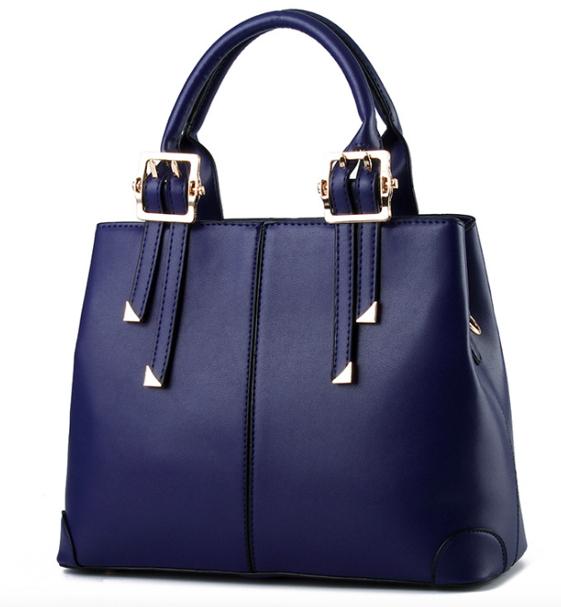 7a928d152e74 Обшита деловая женская сумка внутри подкладочной тканью нейлон.  Классическая большая сумка имеет задний карман на молнии. Практичная и  удобная женская сумка ...