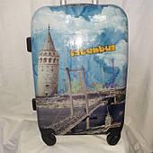 Маленький цветной пластиковый чемодан