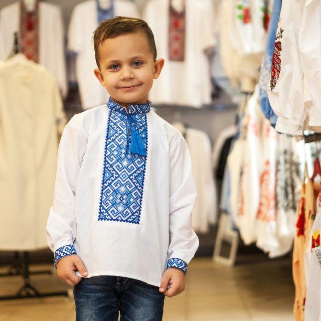 Вышитая сорочка для мальчика Богдан с синим орнаментом