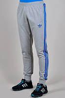 Утепленные спортивные штаны Adidas с синими лампасами