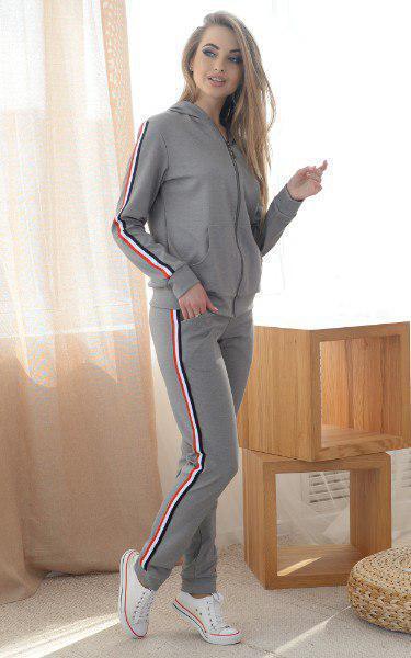 Женский спортивный костюм с кофтой на молнии и штанами с ломпасами 45rt259