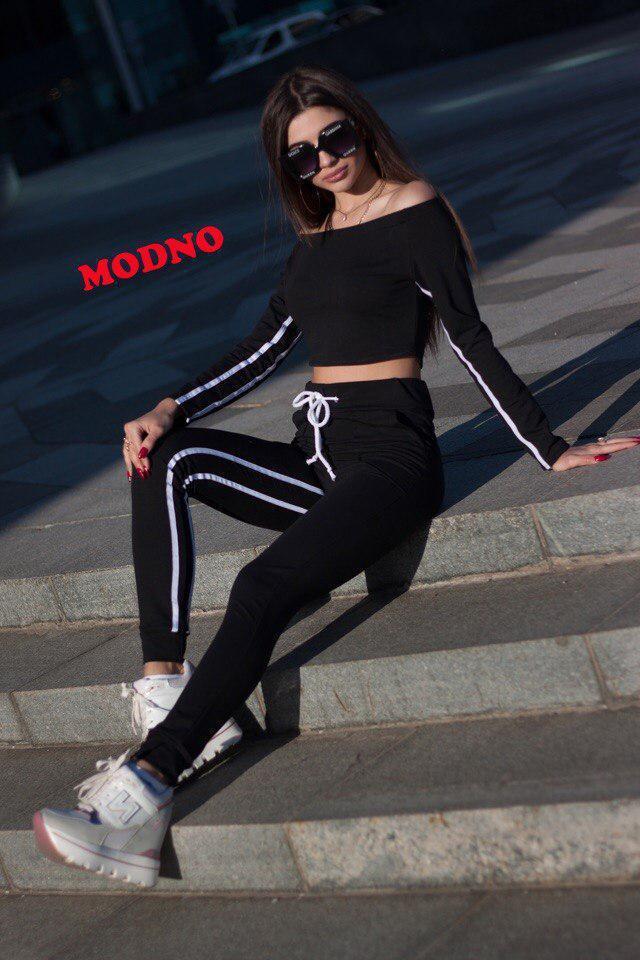 Женский спортивный костюм из трикотажа с открытыми плечами и лосинами 71rt380
