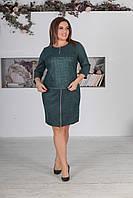 Изумрудное женское замшевое нарядное батальное платье САРА декорировано змейкой. АРТ-7528/7, фото 1