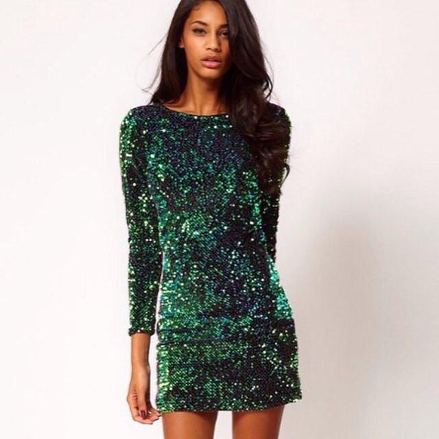 Зеленое платье блестками