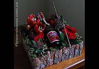 Оформление подарочной бутылки живыми цветами - стильный подарок с живыми цветами.