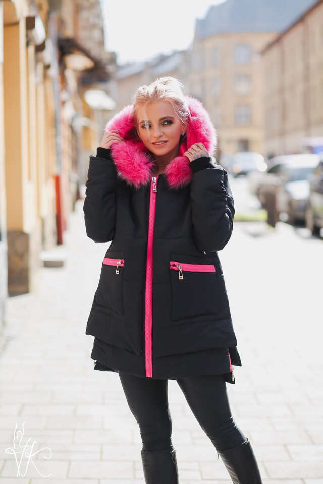 Женская плащевая куртка с ярким мехом 60ki142