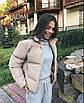 Короткая женская объемная куртка на молнии 70ki157, фото 2