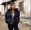 Короткая женская объемная куртка на молнии 70ki157, фото 3
