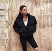 Короткая женская объемная куртка на молнии 70ki157, фото 4