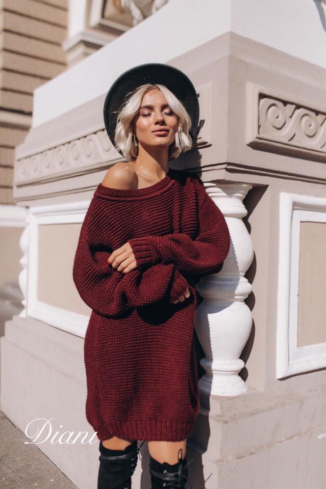 Свободное вязаное платье со спадающим плечом 14ty2030