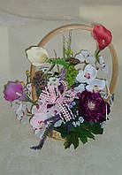 Композиция с фиолетовим пионом и орхидеями, фото 1