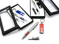 Ручка с фонариком маникюрным набором (17х9х2 см)