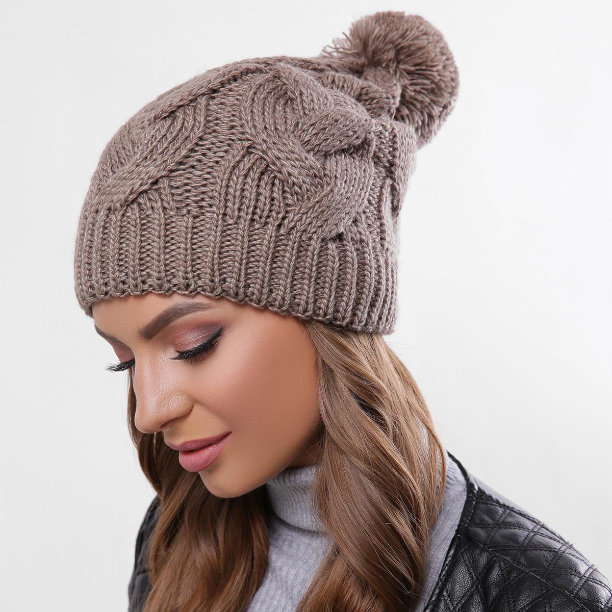 Вязаная женская шапка с помпоном теплая